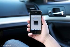Die myQ-Technologie verbindet das Garagentor und seinen Antrieb mit dem Internet und erlaubt so die Überwachung sowie Steuerung des Tores von jedem beliebigen Ort, zum Beispiel per Smartphone. Bild: tdx/Chamberlain