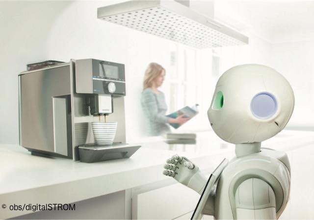 Der Roboter Pepper kocht Kaffee.