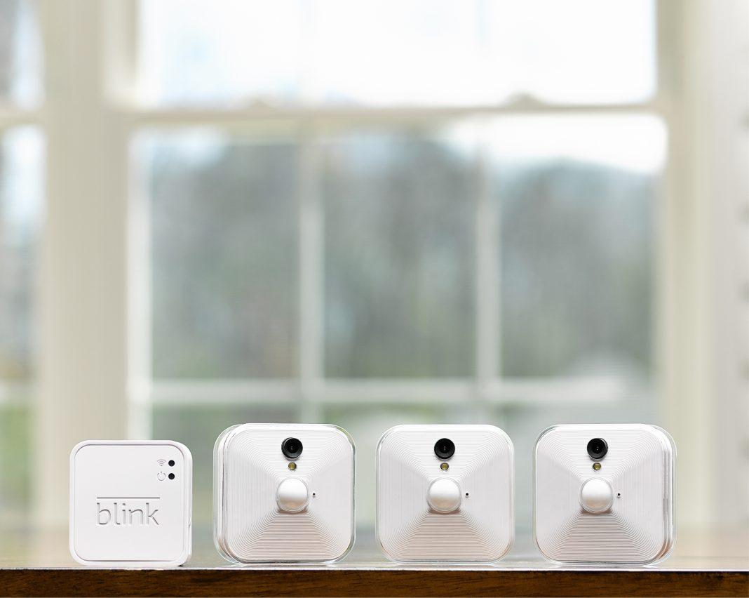 Der amerikanische Hersteller Blink bietet ab sofort ein neues kabelloses, app-gesteuertes Heimüberwachungs- und Alarmsystem an, das HD-Videos mit Ton überträgt.