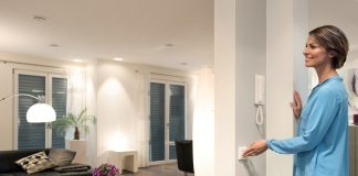 Tipps zum Smart Home. Mit moderner Technologie wird das Zuhause sicherer, komfortabler und das Energiesparen einfacher. © obs/devolo AG/MATTHIAS CAPELLMANN