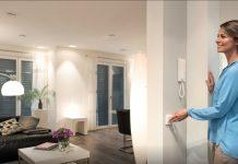 Smarte Haushaltsgeräte machen das Zuhause sicherer, komfortabler und das Energiesparen einfacher. © obs/devolo AG/MATTHIAS CAPELLMANN