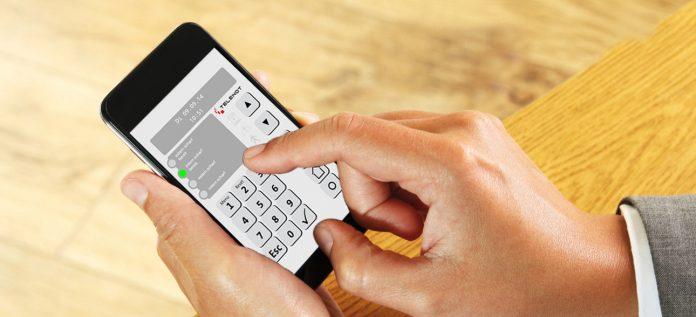 """Telenot-Sicherheitstechnik: Smarte Sicherheit mit der Alarmanlagen-App """"BuildSec"""" in der Hand – wie das geht, können Besucher des E-Hauses erleben."""
