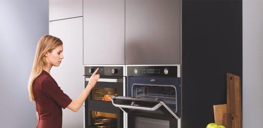 Mit Samsung auf dem Weg zum Wohnraum der Zukunft heißt es auch mit dem Dual Cook Flex Backofen NV7000, mit dem dank geteilter Ofentür und teilbarem Garraum zwei Gerichte gleichzeitig zubereitet werden können.